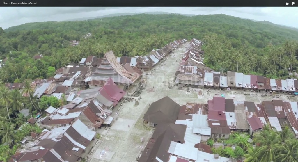 Cuplikan wajah Desa Bawömataluo dari udara | Zen Setia