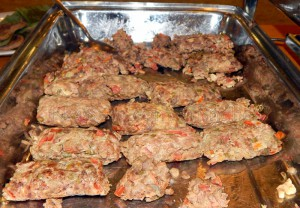 Makanan tradisional Nias, nibiniögö (pepes daging) | Etis Nehe