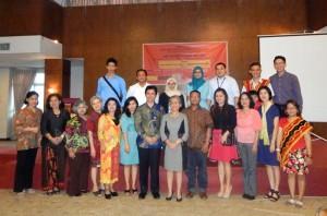 Foto bersama sebagian peserta pameran dan diskusi | Etis Nehe