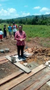 Wakil Bupati Nias Arosokhi Waruwu saat melakukan peletakkan batu pertama pembangunan Panti Asuhan Abdi Pusaka Indonesia | Senta Leo