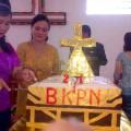 Pemotongan Kue peringatan ulang tahun ke-21 BKPN di Gereja BKPN Bawomataluo   Kornelius Nehe