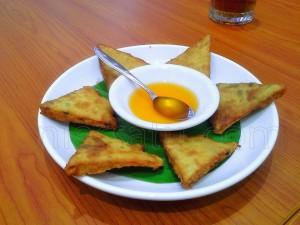 Kra Bueng Te Ley (martabak goreng a la Thailand/crispy fried Thai prawn pancake) | Etis Nehe
