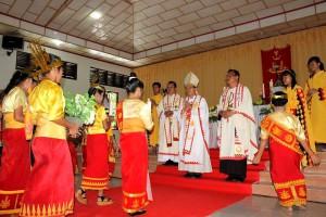 Prosesi di dalam gereja | Ariston Manao
