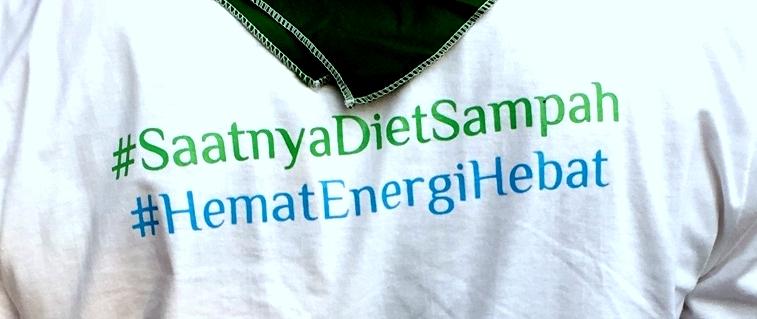 Baju bertuliskan #SaatnyaDietSampah | WikePutri @EboKepo_