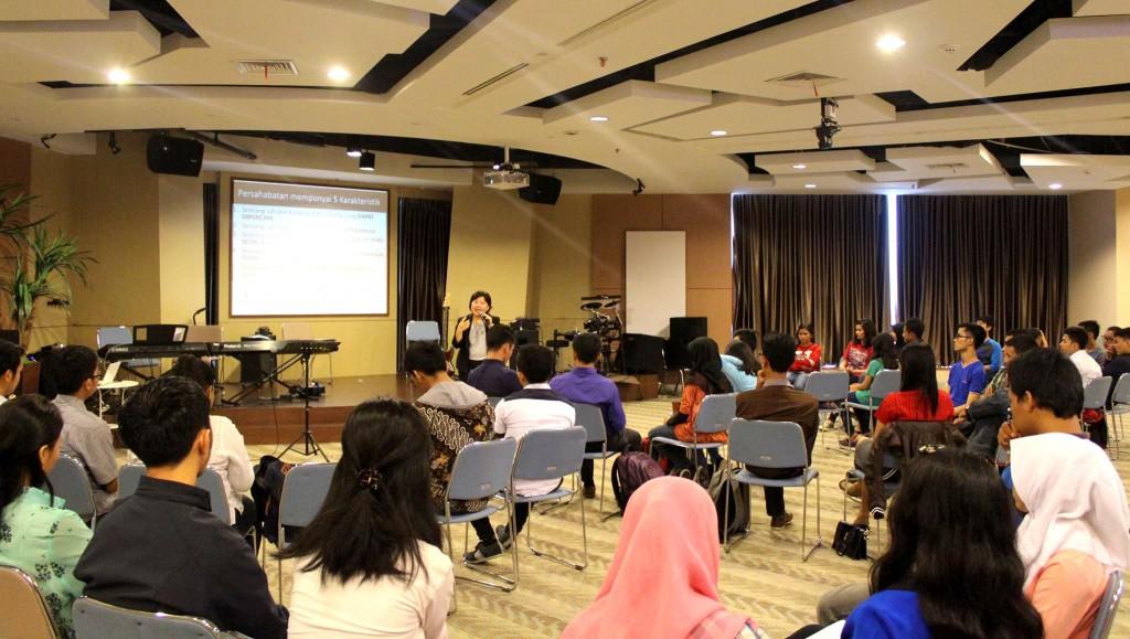 Koordinator LC Indonesia Selfy Antasia sedang menyampaikan paparan | LC Indonesia