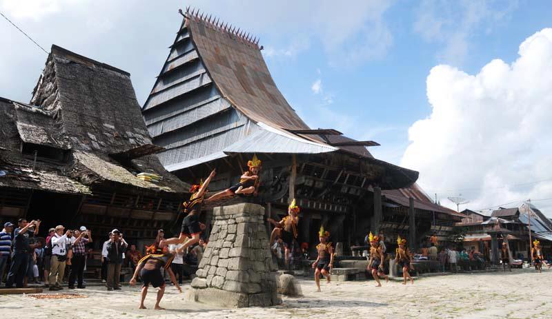 Atraksi Lompat Batu di Desa Bawomataluo | IST