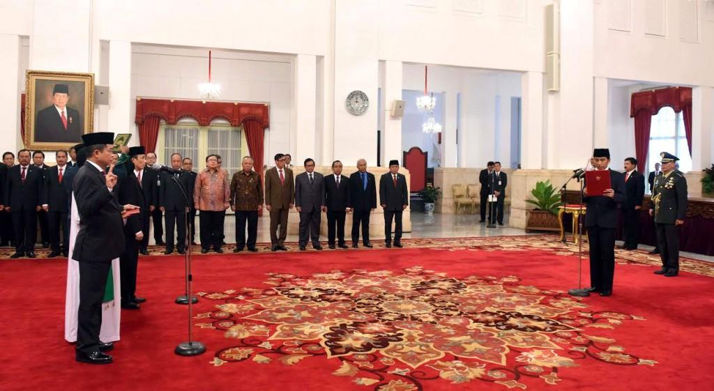 Presiden Jokowi melantik Iganisius Jonan dan Arcandra Tahar sebagai Menteri dan Wakil Menteri ESDM | Setkab.go.id