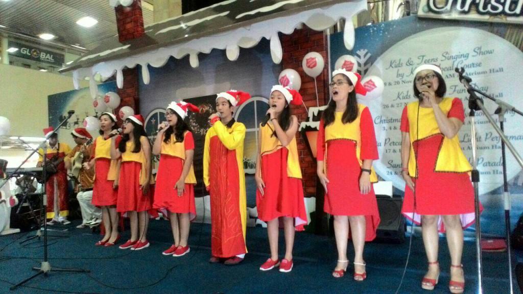 Penampilan VG Amaedola pada Christmas Carol di Gajah Mada Plaza, Minggu, 4 Desember 2016 | Dok. Ade Ribkah Zagoto