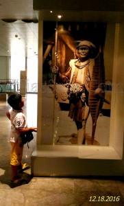 Foto prajurit perang Nias Selatan pada salah satu sisi ruang pameran Museum Nasional | Etis Nehe