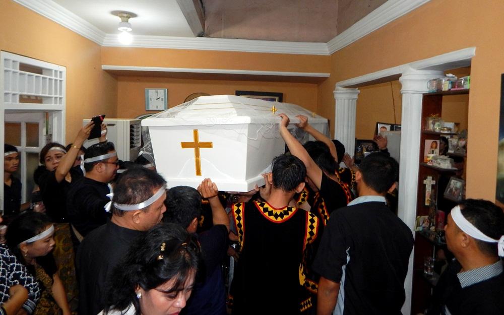 Pemberangkatan jenazah Alm. Waspada Wau ke pemakaman, Jum'at, 17 Maret 2017 | Etis Nehe
